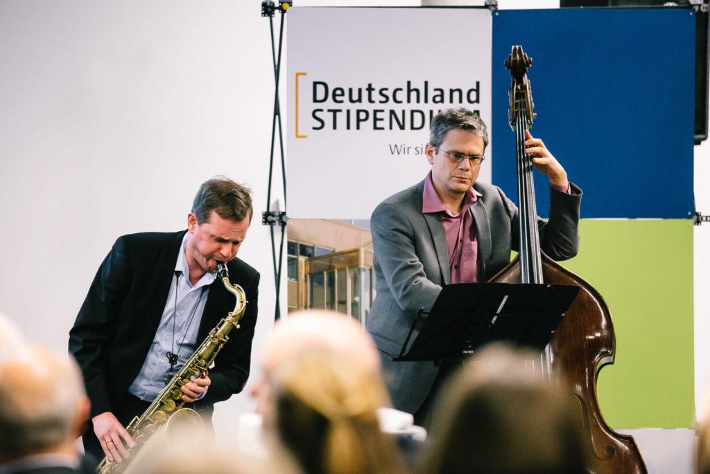 Jazzduo beim Saxophonsolo in Berlin