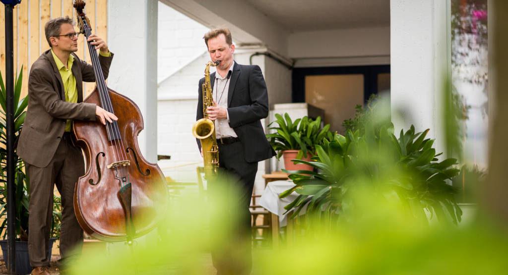 Jazzduo spielt bei einer Hochzeit auf Lindwerder am Wannsee