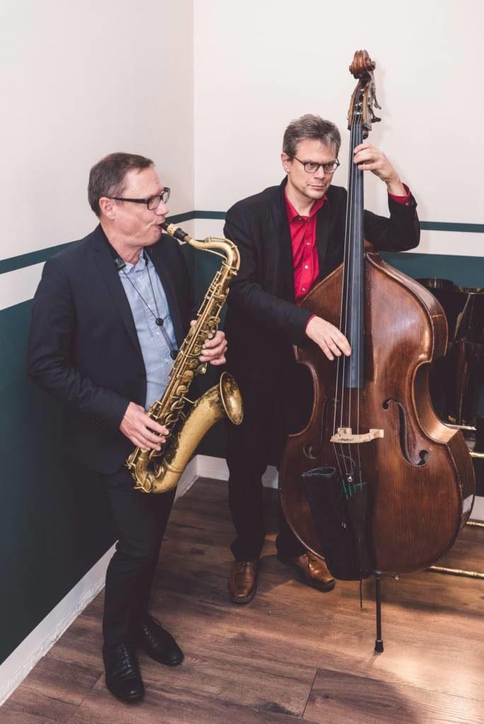 Jazzduo mit Saxophon und Kontrabass bei einem Event in Berlin